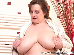 Check out Fat Traci as she gets herself off in the tub!